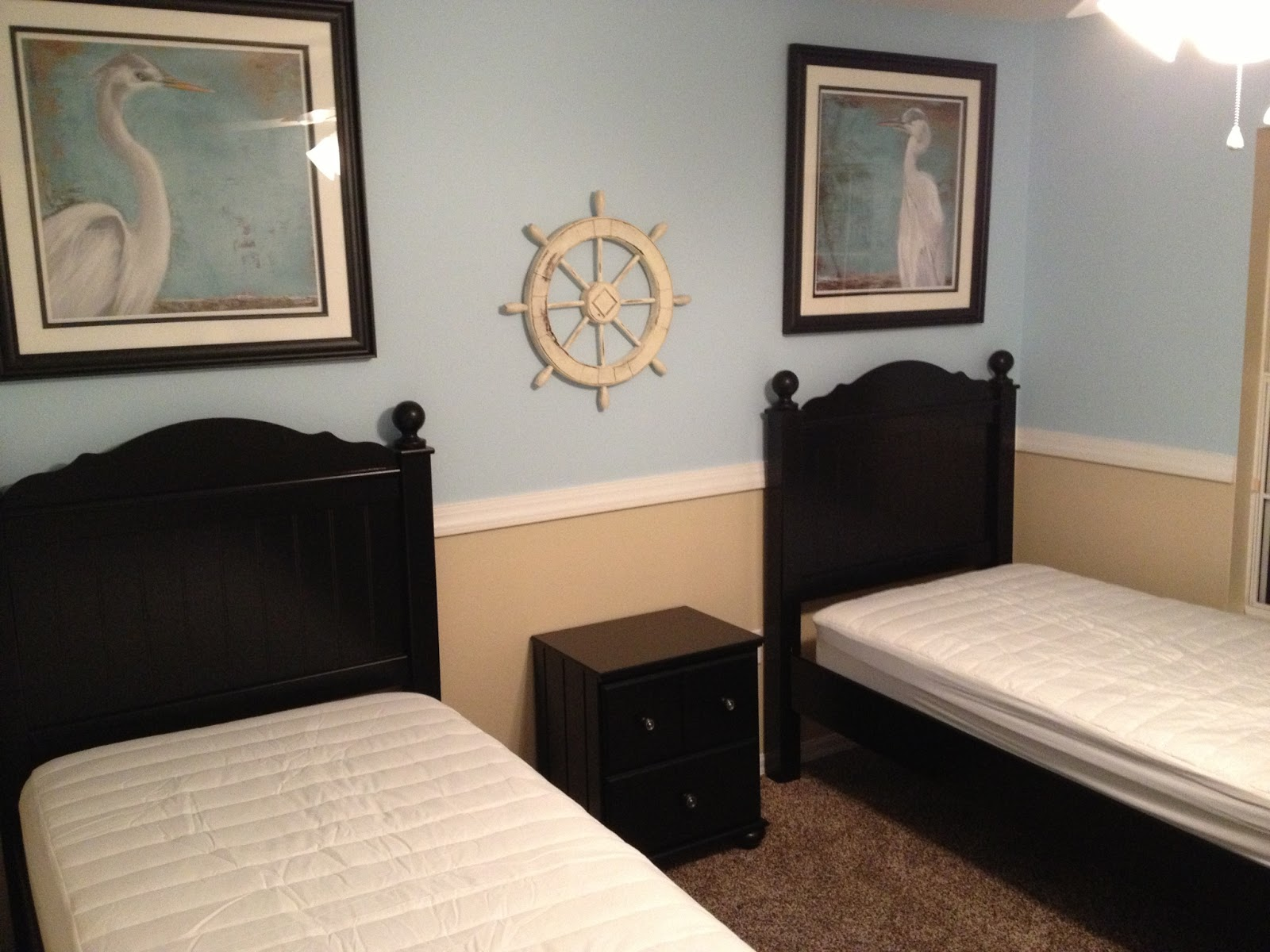 Two Tone Walls With Chair Rail Orlando Vacation Rental Management By Legacy